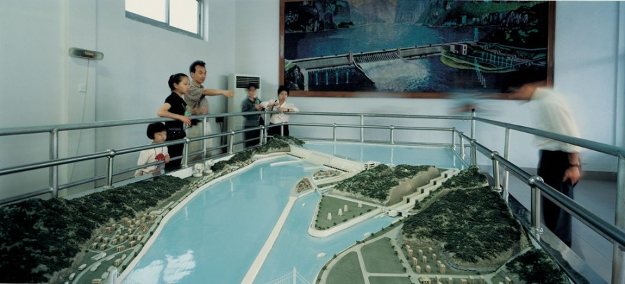 Anthropocene Observatory #2 | Three Gorges Dam project, Yichang (Hubei), China 1998, model | © Armin Linke