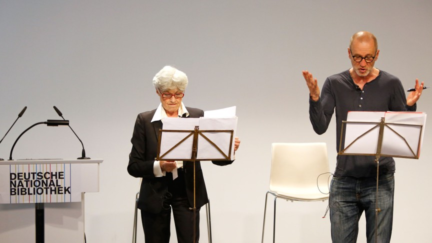 Nicole Heesters (left) und Peter Lohmeyer (right) read at the Deutsche Nationalbiliothek in Leipzig. | © PUNCTUM / Stefan Hoyer