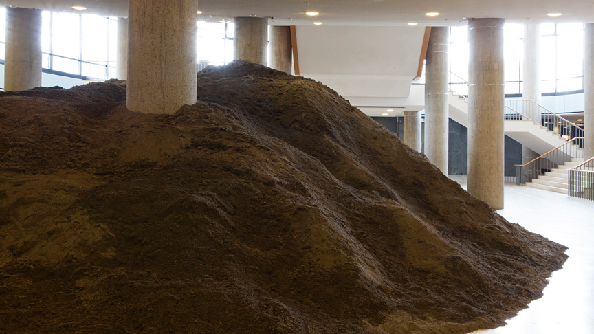 Lara Almarcegui | Berlin Excavation, 2015, installation, 400 m3 earth (exhibition view) | Courtesy the artist. Photo © Jens Liebchen